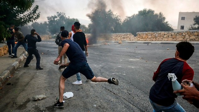 Violence erupts during IDF activities in Kobar (Photo: AFP)