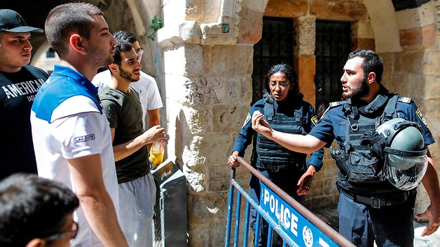 Muslim worshipers argue with police outside Temple Mount (Photo: AFP)