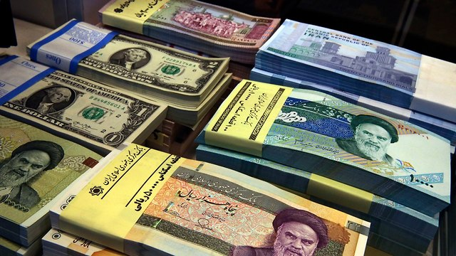 Iran's currency hits new record low (Photo: AP)