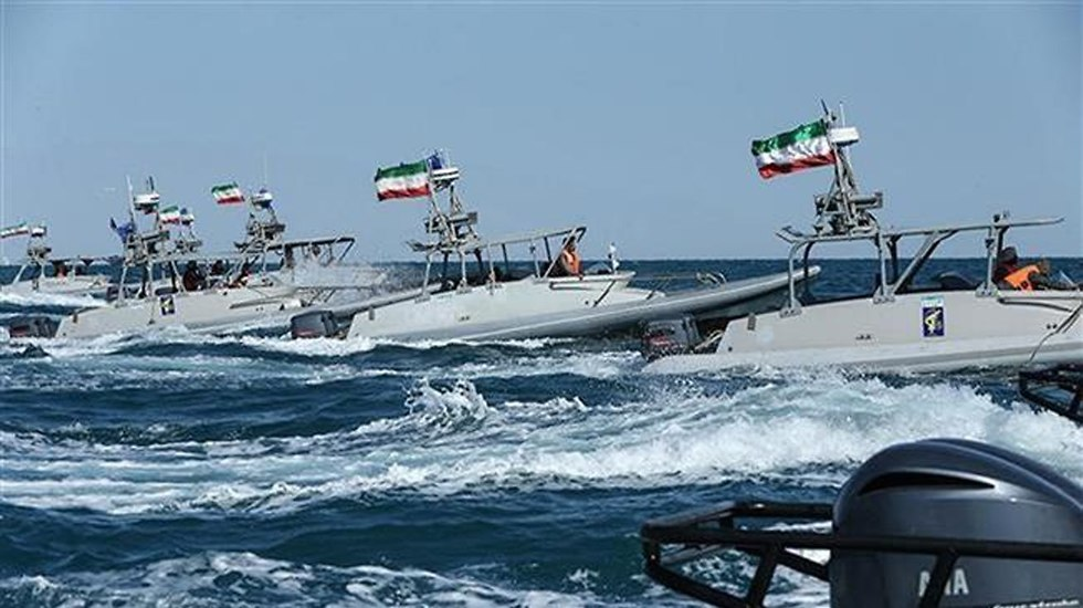 Iranian attck boats take part in the drill (צילום: PRESSTV)