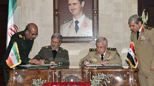 Signing of military cooperation deal (Photo: AFP)