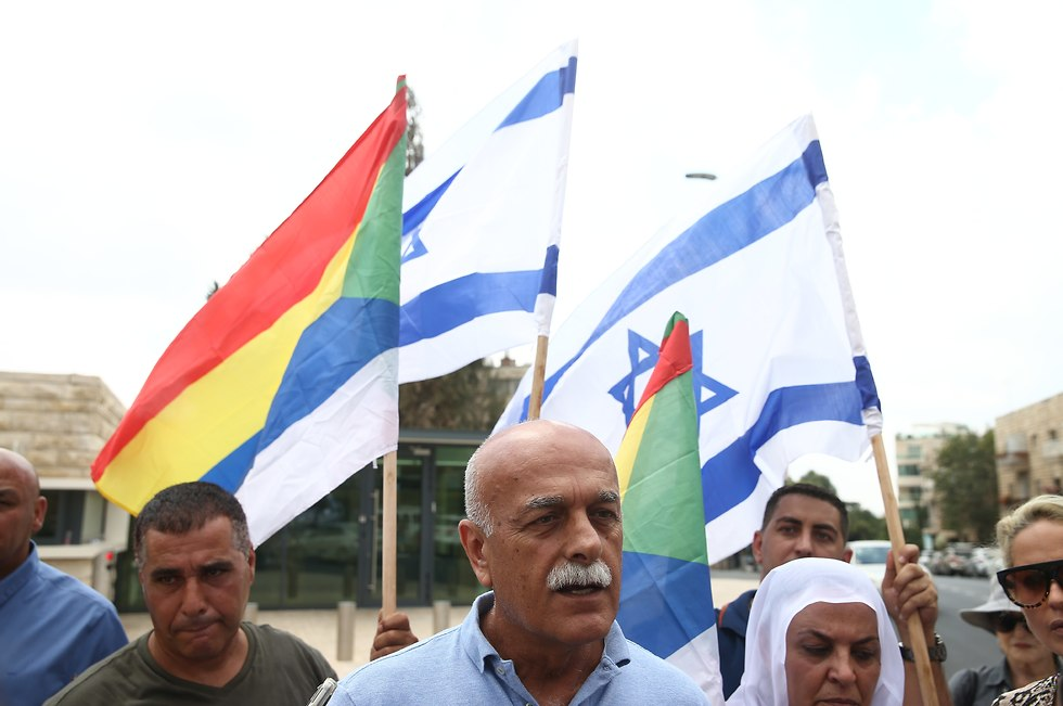 Brig. Gen. (res). Amal Asad with other protesters outside the President's Residence (צילום: אוהד צויגנברג)