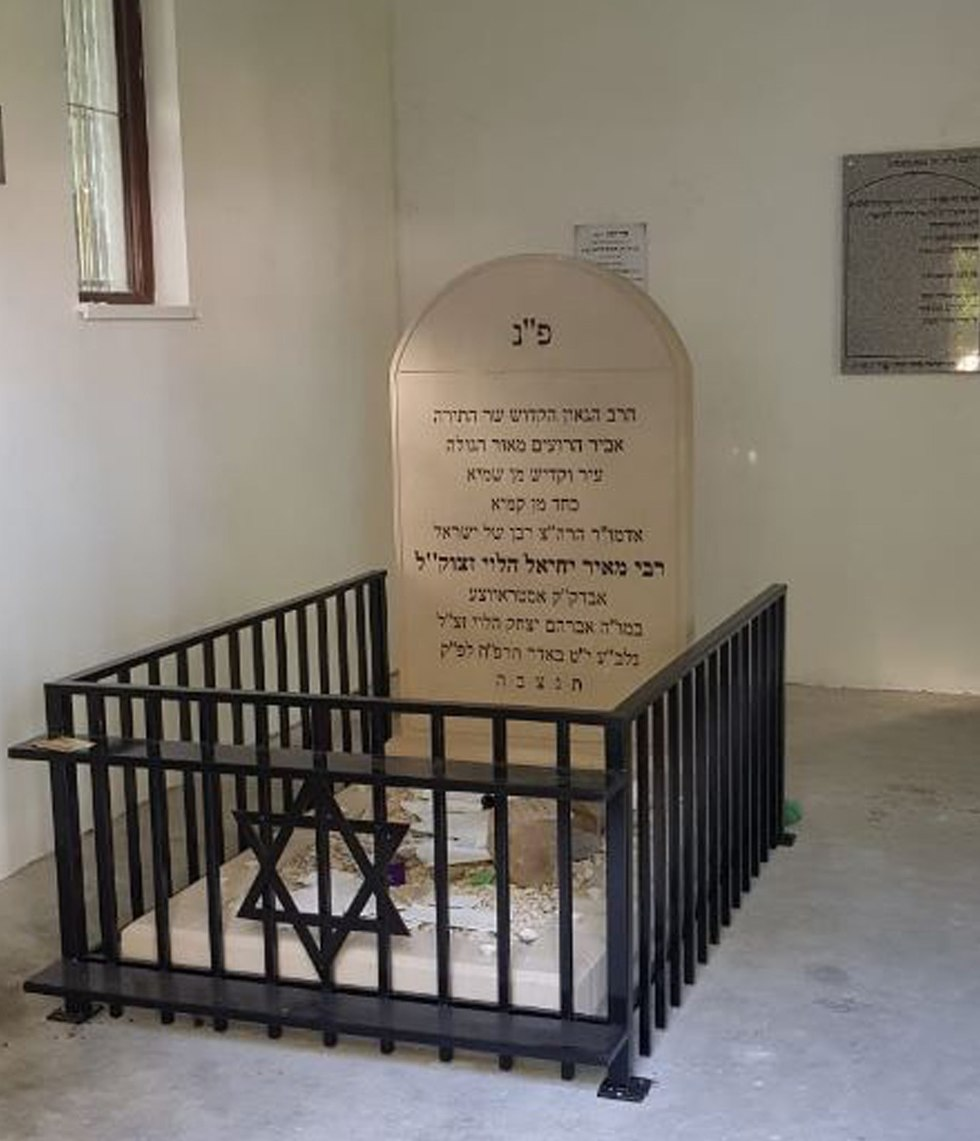 Grave of Rabbi Y.M. of Ostrowiec (Photo: Meir Bulka)