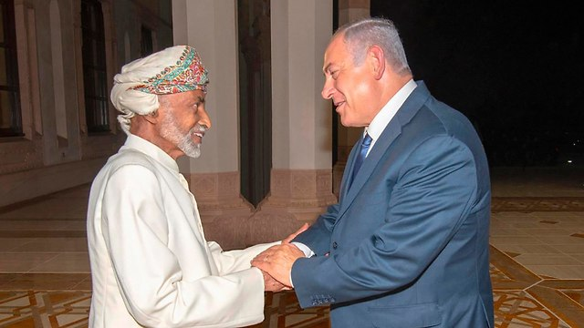 Netanyahu with Oman's Sultan Qaboos (צילום: AP)