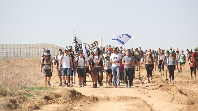 High school students from Gaza border towns leave on protest march to Jerusalem (Photo: Roee Idan)