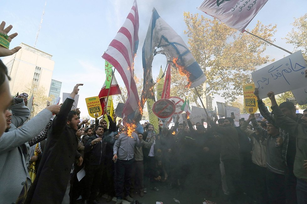 Iranians burning Israeli and American flags in Tehran to mark US Embassy takeover during 1979 Revolution (Photo: EPA)