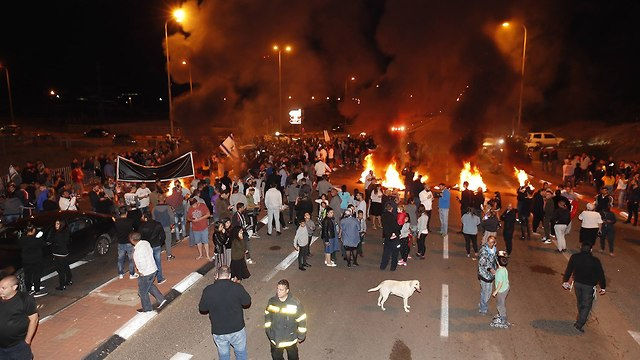 Residents of southern Israel protest their plight and government inaction (Photo: Gadi Kabalo)