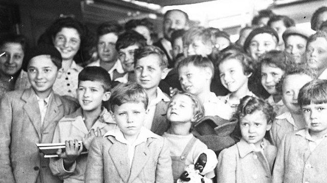 Jewish refugees arriving at Haifa port from Europe, 1944