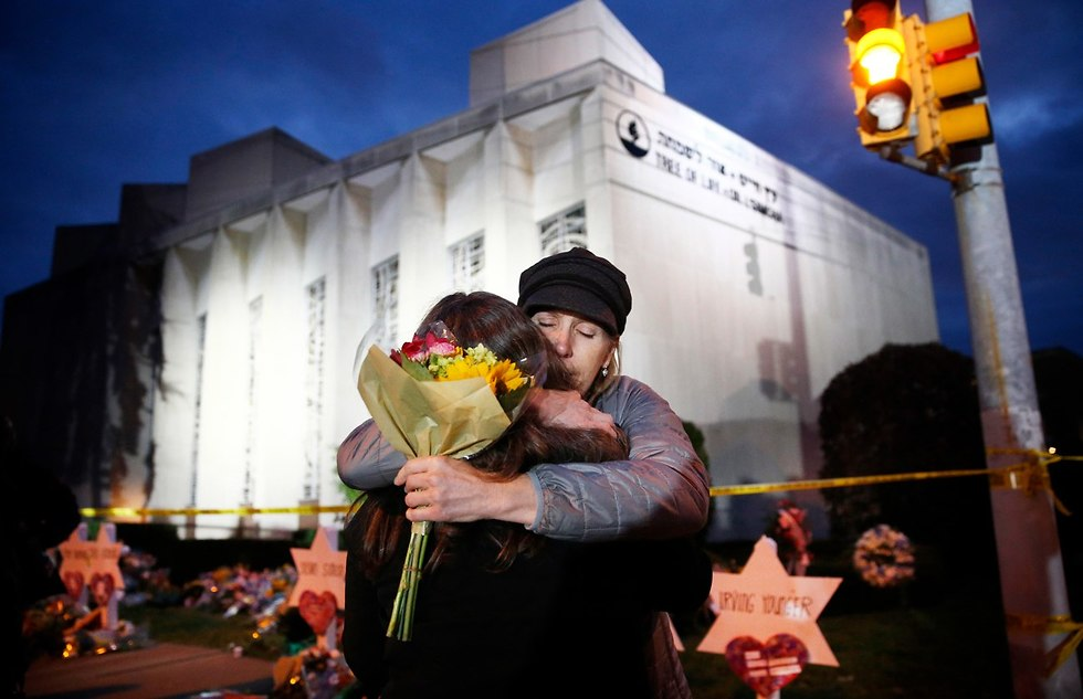 Mourners embrace at the scene of a brutal attack at a Pittsburgh synagogue that claimed 11 lives in  (Photo: EPA)