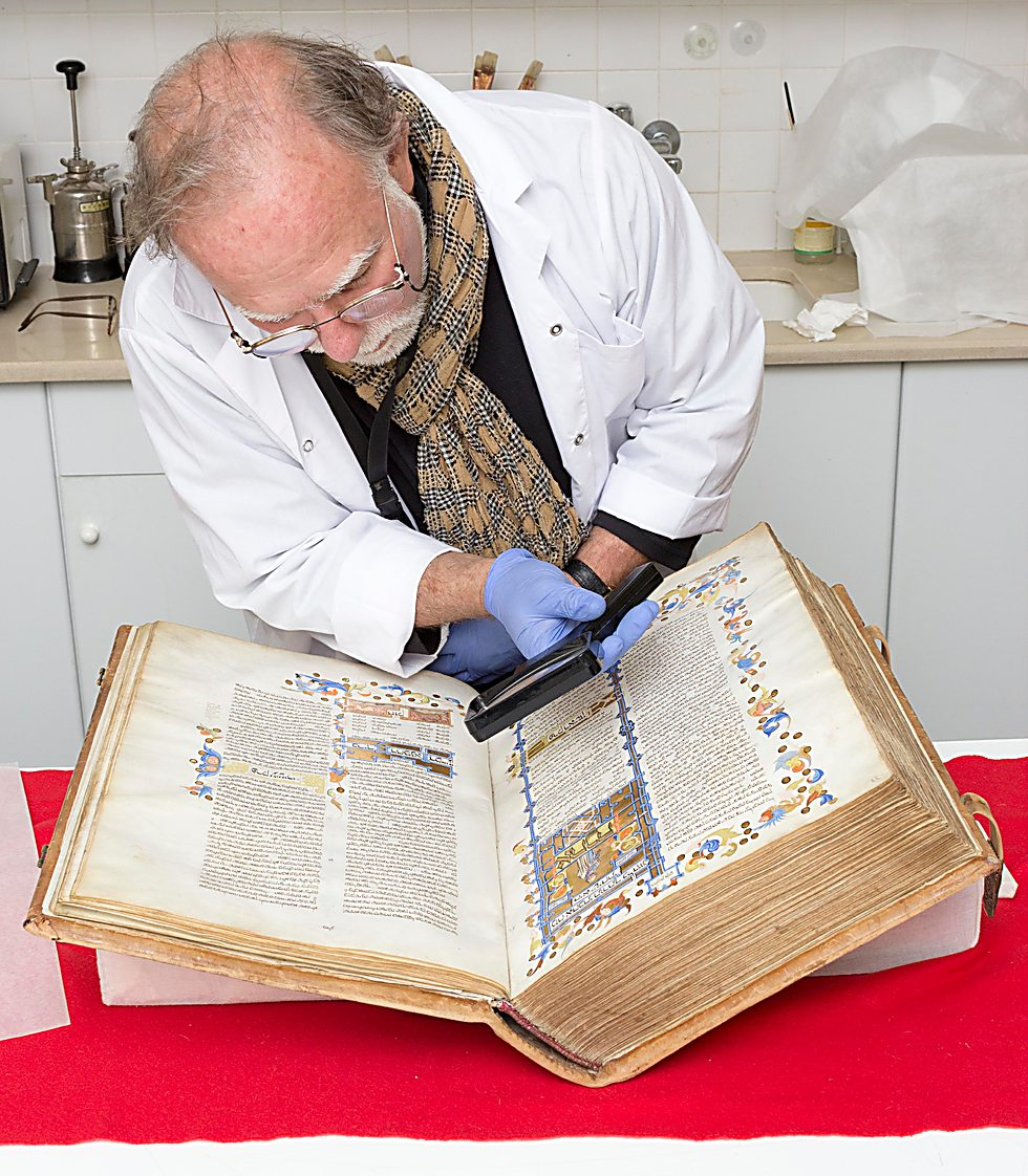 A 12th Centuray commentary on the Mishnah that refers to Maimonides' work (Photo: Oleg Kalashnikov, Israel Museum)