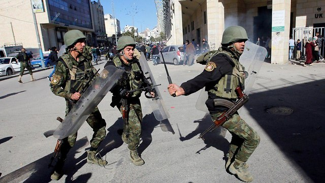 Members of the PA security forces face Hamas protests in the West Bank (Photo: Reuters) (Photo: Reuters)