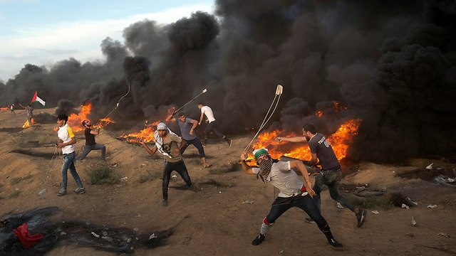 Palestinian protesters during border clashes with IDF (Photo: AP)