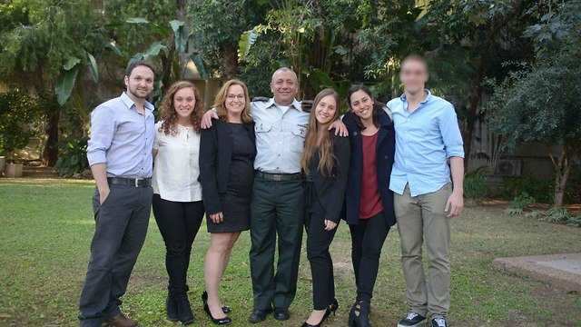IDF Chief of Staff Lt. Gen. Gadi Eisenkot with his family on his first day in office (Photo: IDF Spokesman's Unit)