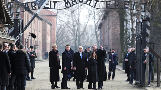 Vice President Pence  visits Auschwitz concentration camp  (Photo: EPA)