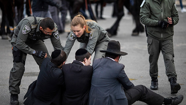 Ultra-Orthodox protest proposed conscription law (Photo: MCT)