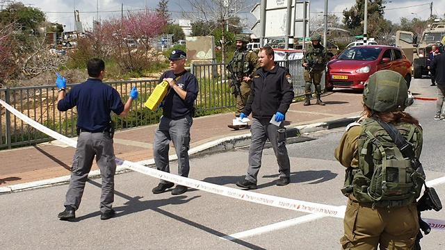 Security forces at the scene of the attack (Photo: Yariv Katz)