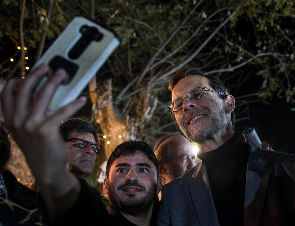 Moshe Feiglin on the campaign trail in Sderot (Photo: AP)