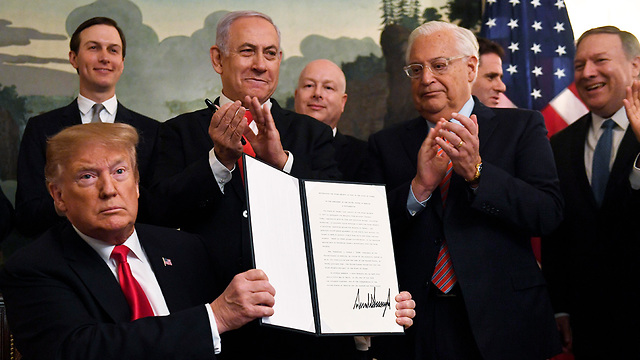 Trump signs proclamation recognizing Israeli sovereignty on the Golan Heights (Photo: AP)
