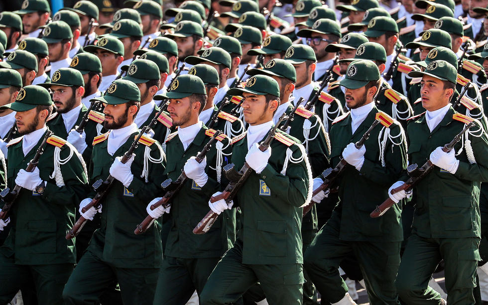 Iran's Revolutionary Guard soldiers (Photo: AFP)