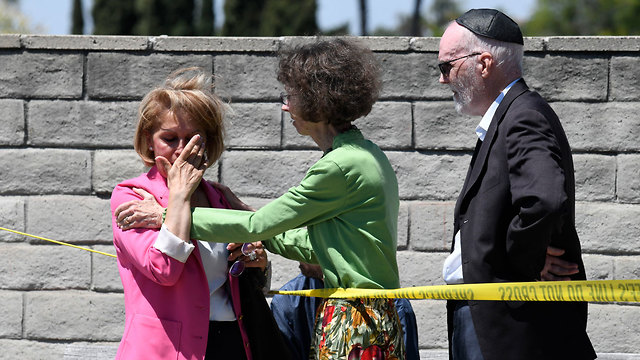 The scene of the synagogue shooting in San Diego (Photo: AP)