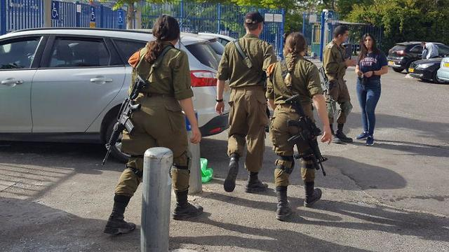 IDF soldiers accompany children as they return to school in Ashdod after a round of fighting with Gaza (Photo: Ittay Shickman) (Photo: Ittay Shickman)