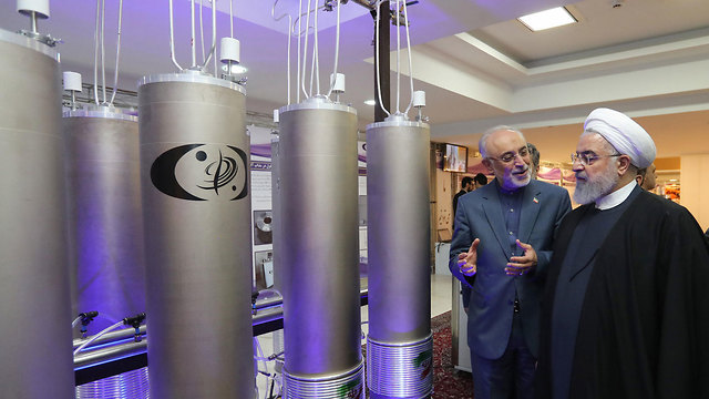 Iranian president inspects a nuclear facility in Iran  (Photo: AFP)
