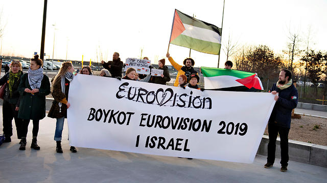 Demonstrators boycott Eurovision Song Contest and call for Denmark to withdraw from the contest hosted in Israel