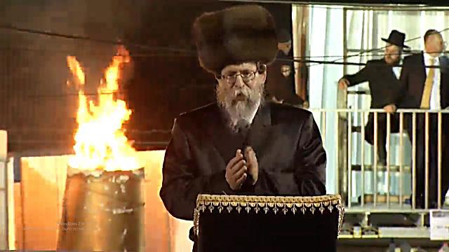 The Rebbe of Boyan is the first to light a bonfire