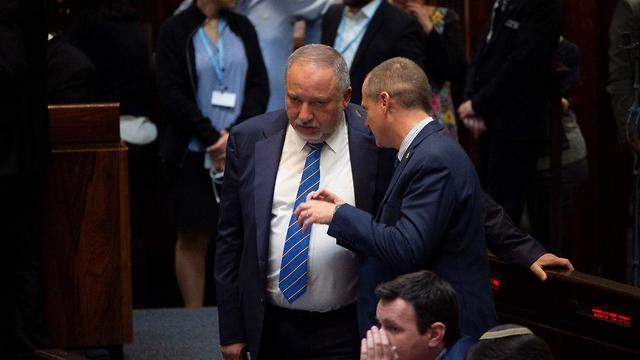 Avigdor Liberman in Knesset for vote on new elections (Photo: Yoav Dudkevitch)