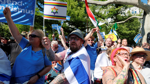Pro-Israel protesters in Berlin (Photo: Reuters)