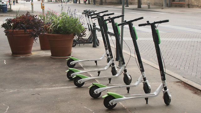 Electric scooters (illustration by Shutterstock) (Photo: Shutterstock)