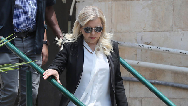 Sara Netanyahu leaves court after deliberations in her corruption case (Photo: EPA)
