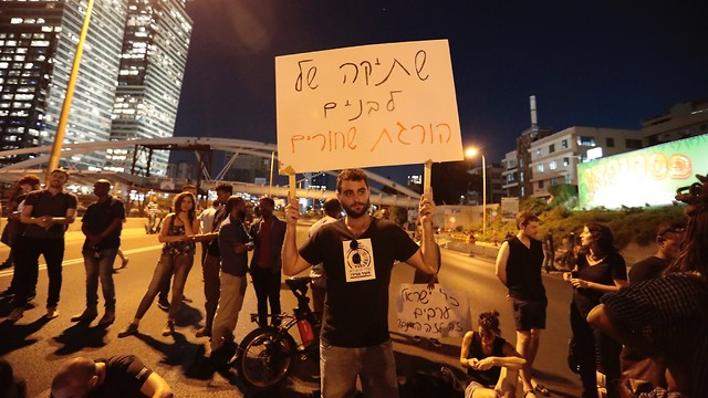 Protests last week at Azrieli Junction. The banner reads: White silence kills black people (Photo: Moshik Shema)