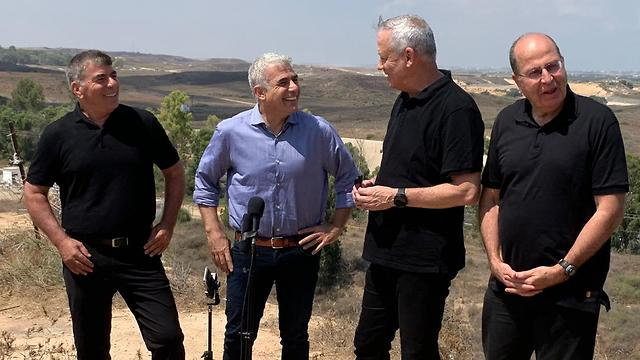 L-R: The leaders of the Blue and White party Gabi Ashkenazi, Yair Lapid, Benny Gantz and Moshe Ya'alon on the Gaza border, August 2019 (Photo: Gadi Kablo)