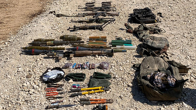 Weapons seized from Palestinians killed in a failed infiltration attempt from Gaza (Photo: IDF Spokesperson's Unit)