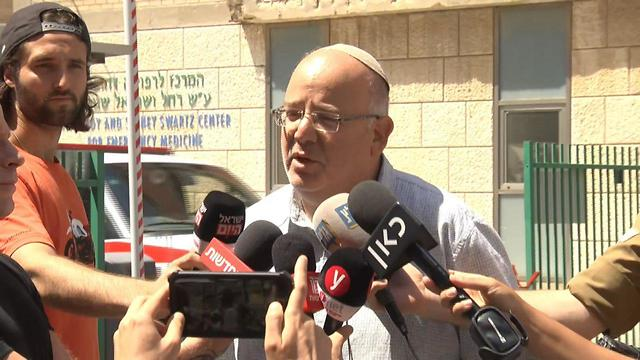 Rina Shnerb's uncle Shmulik Shenhav talks to reporters at the Jerusalem hospital where the victims were being treated (Photo: Shmulik Davidpur)