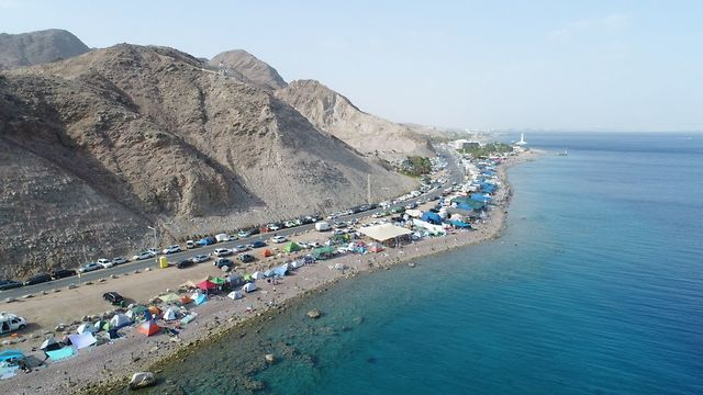 Eilat coastline before the cleanup (Israel Nature and Parks Authority)