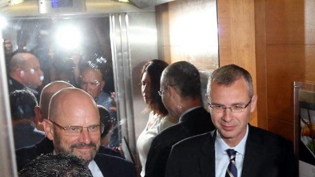 Blue and White and Likud negotiators discuss a possible unity government