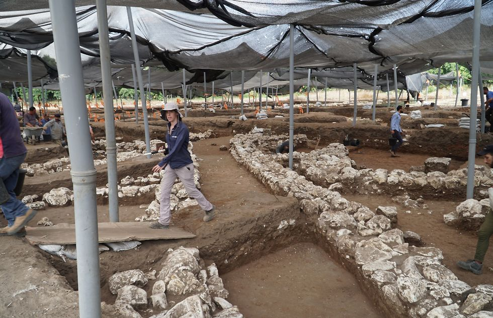 The streets of the 5,000 year old city (Photo: Yoli Schwartz, Israel Antiquities Authority)