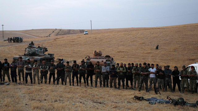 Turkish army with Syrian fighters (Photo: AFP)