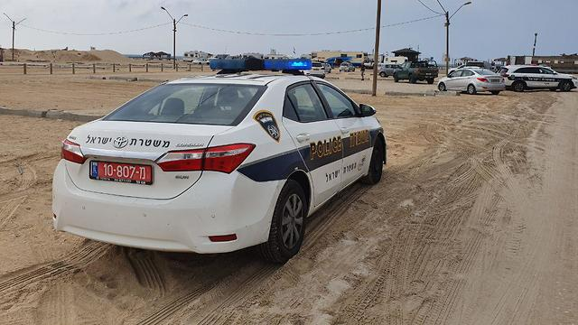 Police at the scene of the incident at Zikim Beach (Photo: Barel Efraim)