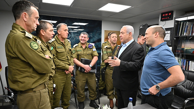 Prime Minister Benjamin Netanyahu and Defense Minister Naftali Bennett meet with senior IDF officials on the situation in Gaza (Photo: Defense Ministry)