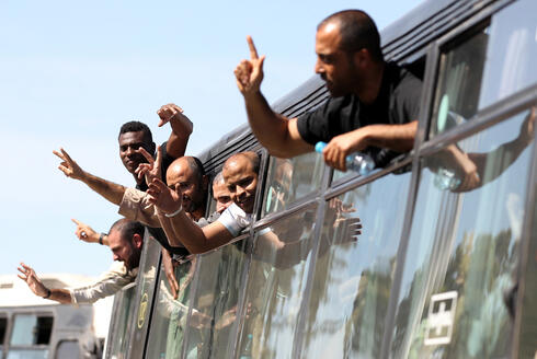 Palestinian prisoners released in exchange for the return of Gilad Shalit