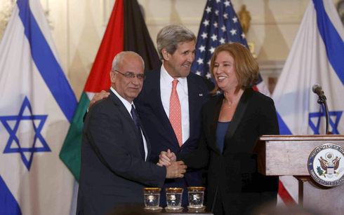 Erekat and Livni at White House greeted by former Secretary of State John Kerry
