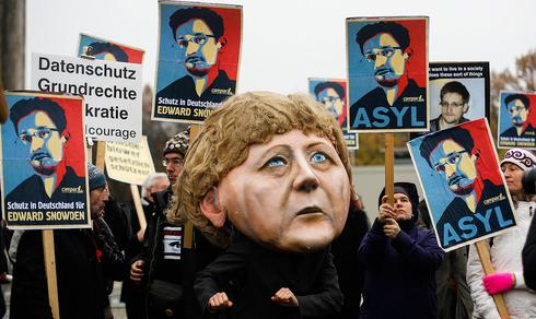 A protest on Germany, calling for the governemnt to provide Ewdard Snowden with asylum
