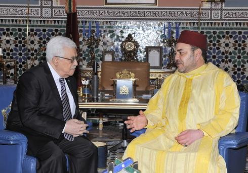 Palestinian President Abbas (left) with the Moroccan king during a visit in 2014
