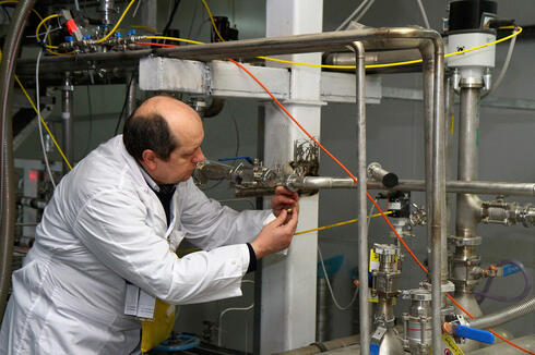 IAEA official at Natanz facility carries out an inspection