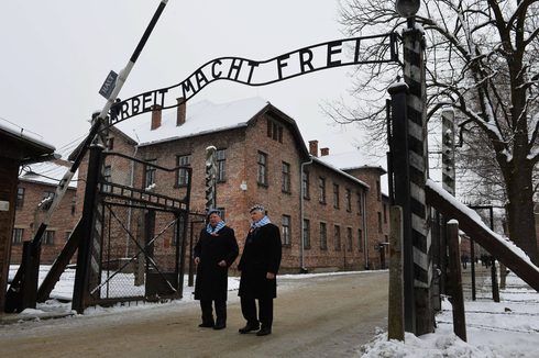 Holocaust survivors at the entrance to the Auschwitz concentration camp in 2015