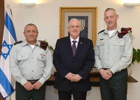 Former IDF chief Gadi Eisenkot, left, and Defense Minister Benny Gantz, right, pose with President Reuven Rivlin while still in uniform in 2015