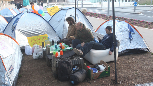 People living in tents in protests of the housing crisis, Tel Aviv, 2015